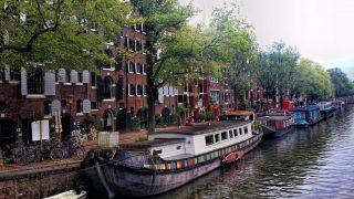 В Лондоне стали популярными плавучие дома