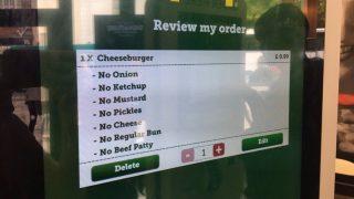 Девушка заплатила в McDonald's £0,99 за пустой пакетик