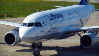 Женщина родила ребенка на борту самолета, не долетев до места назначения