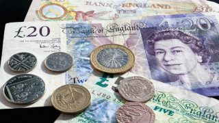 Фунт обвалился до самого низкого уровня с 2009 года