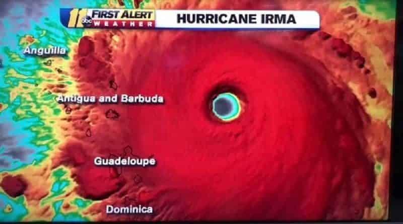 В мире: Мощнейший ураган Ирма добрался до берега (видео)