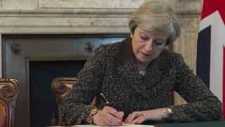 Брексит: Мэй предложит сделку на два года для выхода из тупика