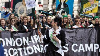 Аборты не преступление, считают британские медики
