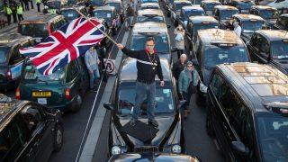 Лондонцы требуют вернуть лицензию Uber
