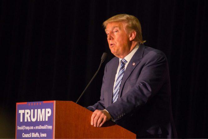 Политика: Трамп посетит Великобританию