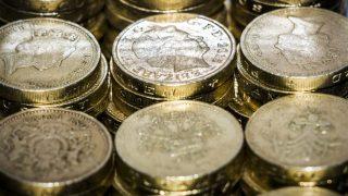 Старый фунт все еще в обращении, несмотря на запрет