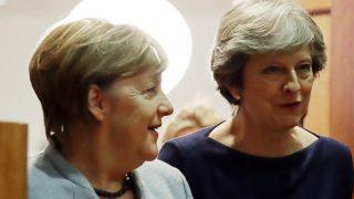 Brexit: Меркель бросает спасательный круг