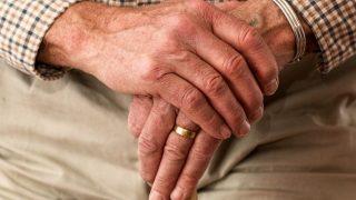 Уступать место пожилым людям в транспорте... запрещается