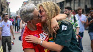ЛГБТ-организацию обвиняют в сексуальных контактах с подопечными