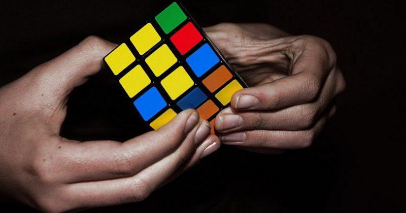 Досуг: В Великобритании побили рекорд по сборке кубика Рубика