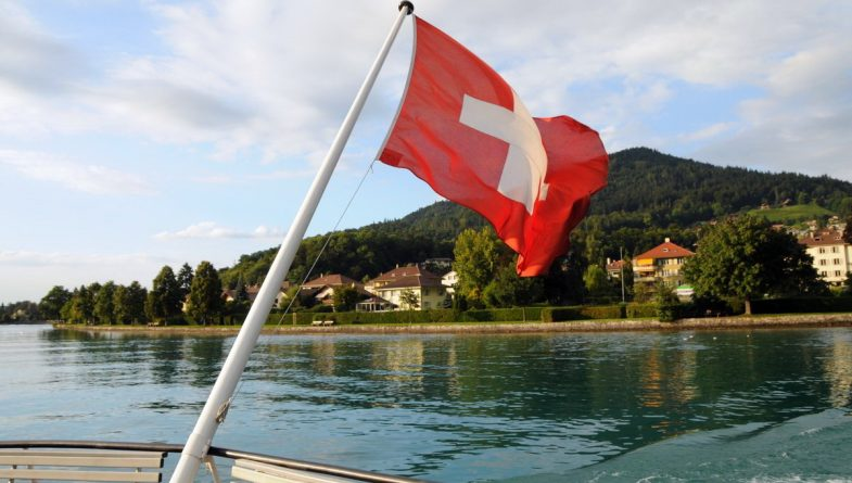 """Политика: Великобритания рассматривает """"швейцарский путь"""" взаимодействия с ЕС после Brexit"""