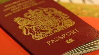 Новые британские паспорта будут напечатаны за границей?