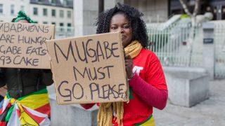 Президент Зимбабве подал в отставку