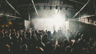 Преступник умудрился украсть 53 мобильных телефона на одном рок-концерте