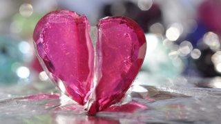 Разбитое сердце... не лечится. А любовные переживания опасны для жизни
