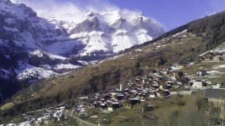 Власти швейцарской деревни заплатят £53 тысячи желающим в ней поселиться