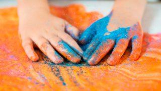 Детские сады Великобритании бьют тревогу из-за цветных блесток – глиттеров