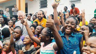 Принц Уэльский увидел последствия урагана Ирма на Виргинских островах