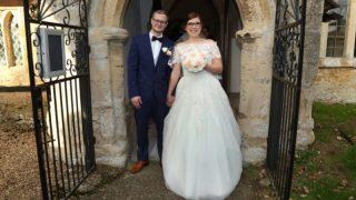 Девушка, пережившая 18 операций на лице, вышла замуж за мужчину мечты