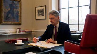Для 500 школ в Великобритании сократили финансирование