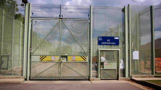 Британские центры содержания мигрантов проверят из-за череды смертей