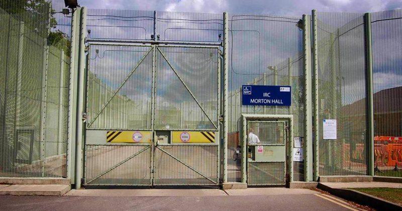 Закон и право: Британские центры содержания мигрантов проверят из-за череды смертей