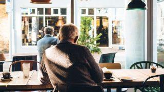 Пожилые люди пропускают приемы пищи из-за одиночества