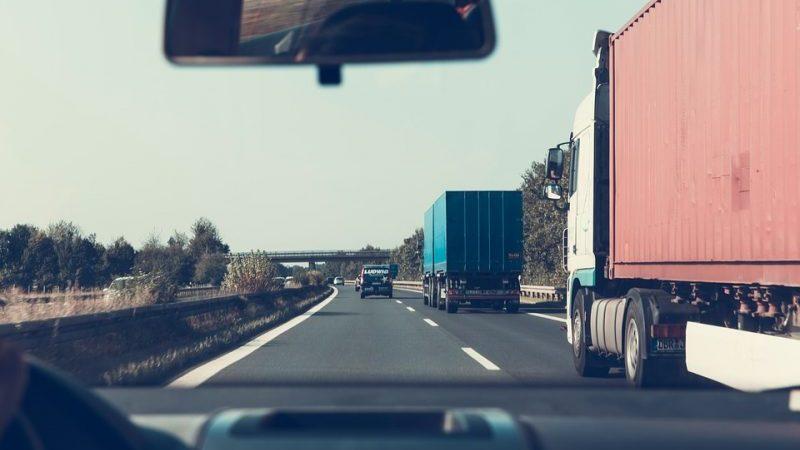 https://pixabay.com/ru/шоссе-дороги-грузовые-автомобили-2606937/