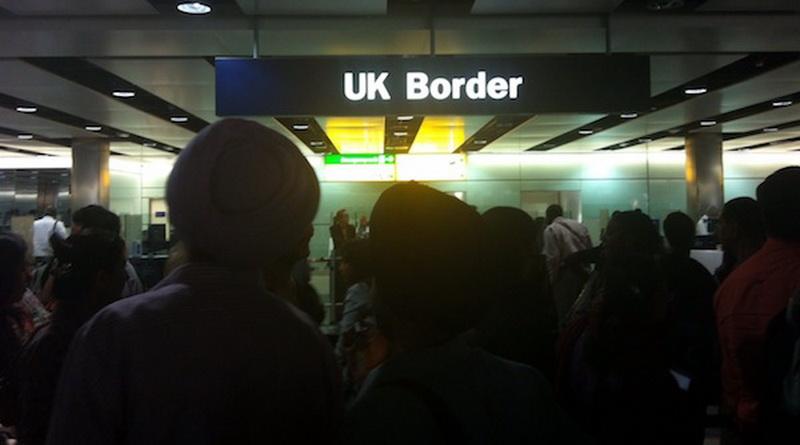 Общество: Румыны и болгары начали убегать из Великобритании