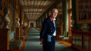 Букингемский дворец представит новый портрет принца Филиппа в следующем году