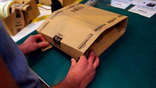 Водители Amazon получают £150 в неделю, доставляя 300 посылок в день