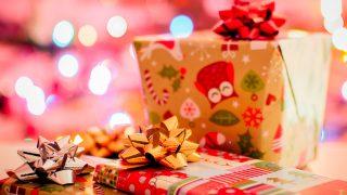 Британка, живущая на пособия, тратит £2 тысячи на подарки для своих детей