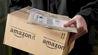 Водители Amazon доставляют 200 посылок в день, работая сверхурочно за гроши