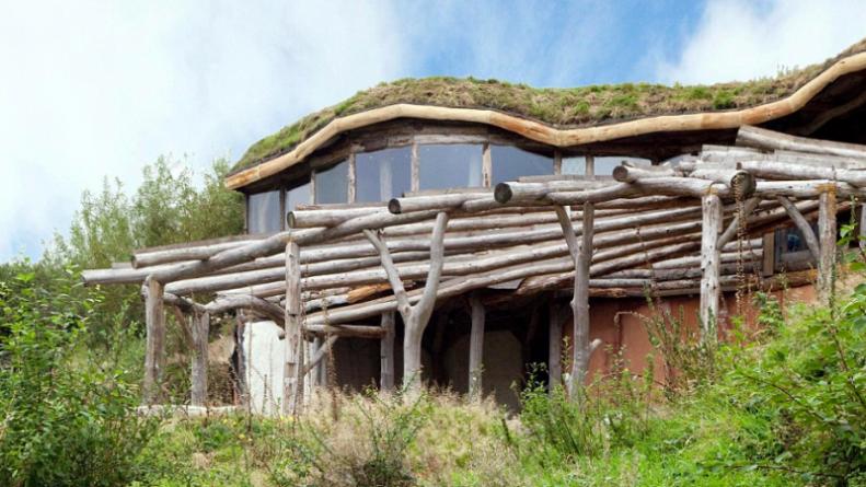 Происшествия: Самый известный экодом Уэльса сгорел дотла