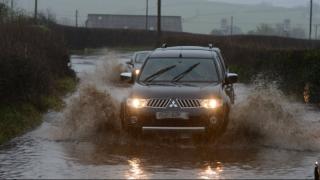 Наводнение в Уэльсе: десятки людей оказались заложниками стихии