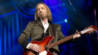 Американский рок-музыкант Том Петти скончался от передозировки лекарств