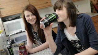 Учительница уволилась из-за того, что дети на ее уроках пили энергетики