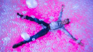 Единственный лондонский бар, в котором можно нырнуть в огромный бассейн с шариками