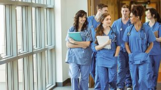 Студенты медицинских вузов заменят медсестер в больницах
