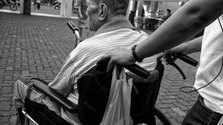 Перенесшему сердечный приступ мужчине сократили размер пособия в 6,5 раз