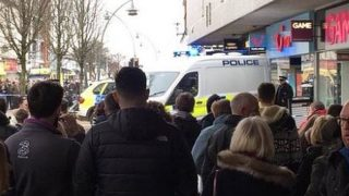 Женщина погибла после нападения в офисе туристического агентства в Саутпорте