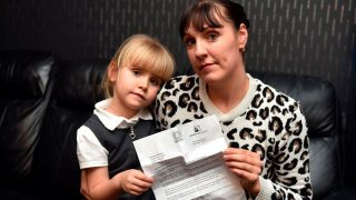 Пятилетняя девочка-аутист должна лично подтвердить свой диагноз, чтобы получить проездной