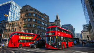 Лондонцев возмущает объявление в автобусе, которое звучит в неподходящий момент