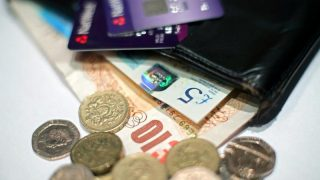 Малообеспеченные британские семьи увязают в долгах и кредитах
