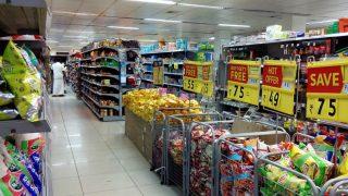 В какое время дня супермаркеты снижают цены на товары