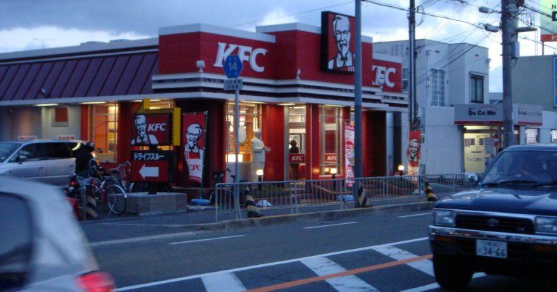 Общество: McDonald's и KFC нанимают на работу вышибал для безопасности своих клиентов