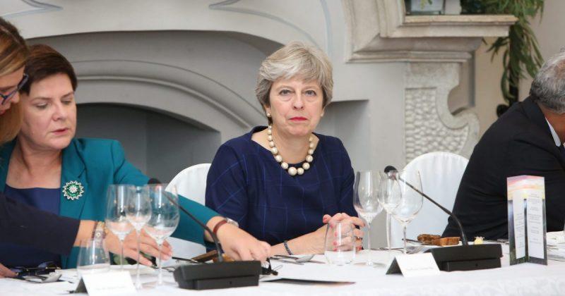 """Политика: Тереза Мэй вместе с другими министрами согласовывают """"дорогу к Брексит"""""""
