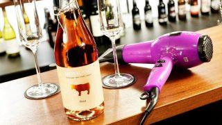 Уникальный салон красоты в Сохо предлагает подстричься и выпить коктейль