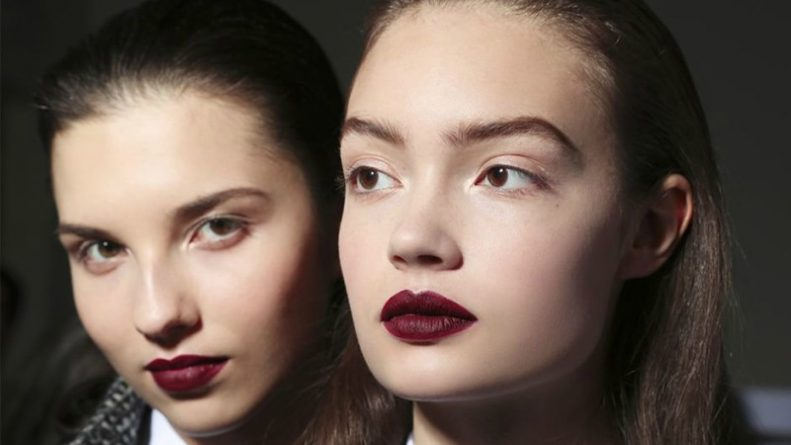 Популярное: Обновление косметички в 2018 году: десять главных модных тенденций в макияже