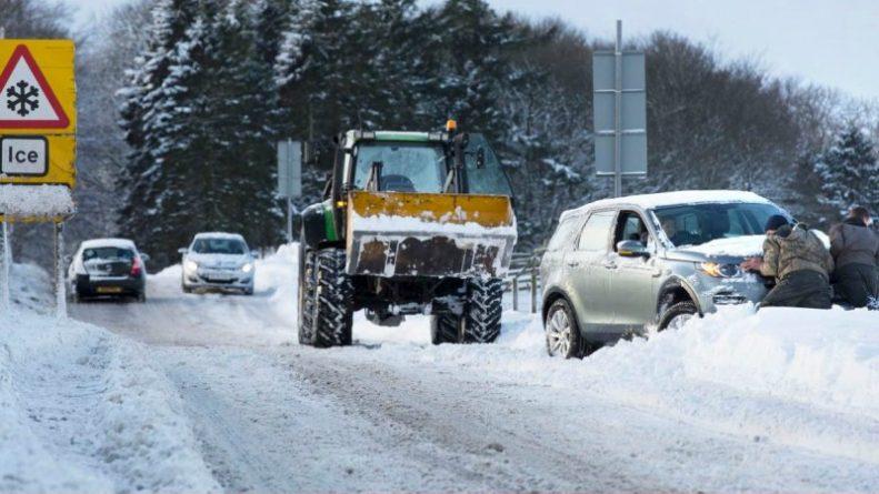 Погода: Погода в Великобритании: десятки столкновений автомобилей на дорогах и несколько аварий со смертельным исходом